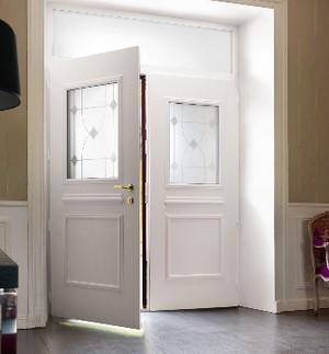portes d 39 entr es montpellier innovia menuiseries fen tres volets roulants. Black Bedroom Furniture Sets. Home Design Ideas