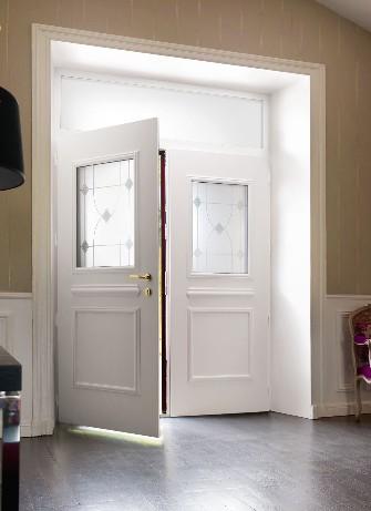 Portes d 39 entr es alu montpellier innovia menuiseries for Fenetre pvc montpellier